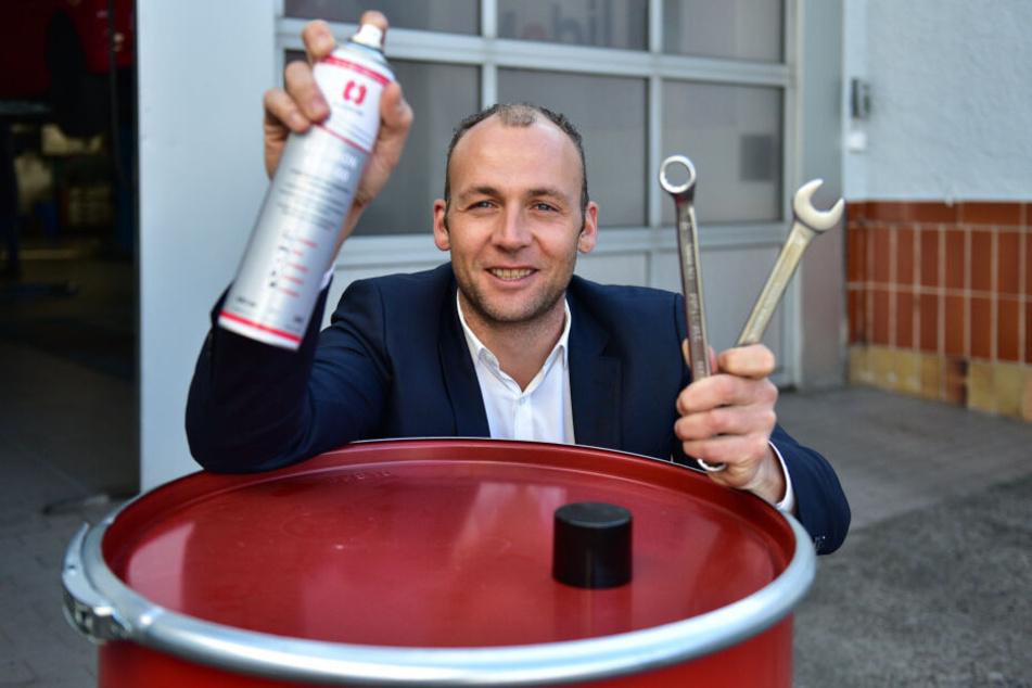 Geschäftsführer Tobias Schwald (34) zeigt die neue Elaskon-Werkstatt.