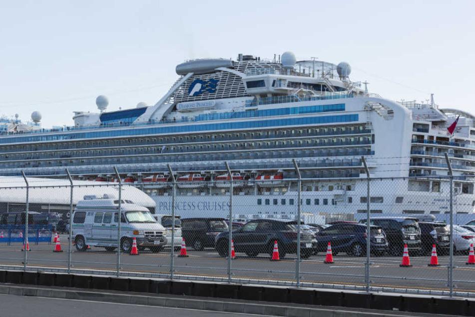 Die Diamond Princess liegt in Yokohama vor Anker.