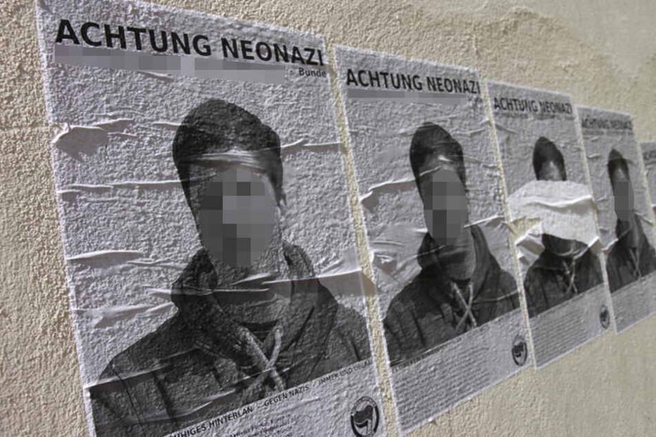 Hauswände und Stromkästen wurden in Bünde mit diesen Zetteln plakatiert.