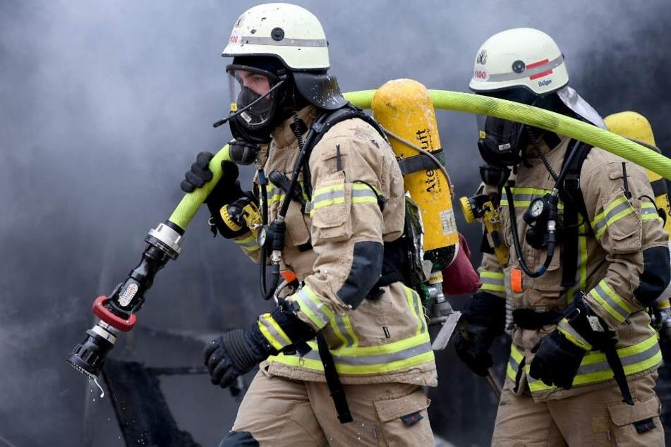 Zahlreiche Feuerwehrleute kämpften gegen die Flammen. (Symbolbild)