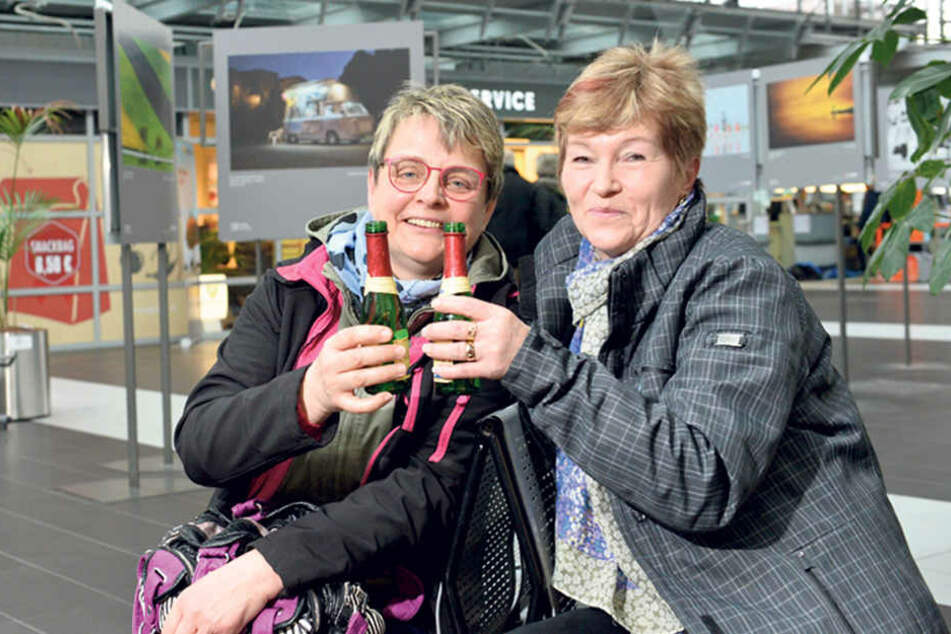 Heike Braune (55, l.) und Heidi Ullrich (60) zieht es an die Türkische Riviera.