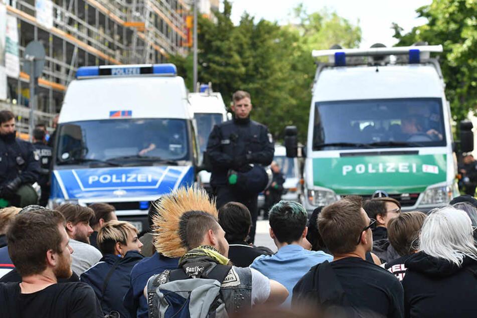 """Am Dienstagabend gingen Linke gegen die hallensische """"Identitäre Bewegung"""" auf die Straße. (Symbolbild)"""