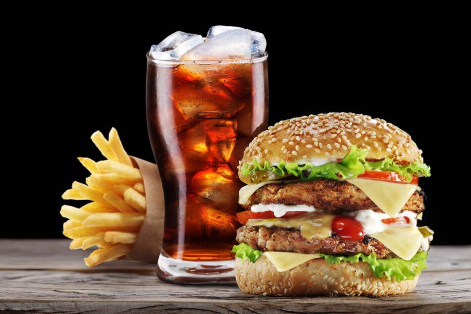 Ungesunde Ernährung ist einer der Hauptauslöser für Fettleibigkeit bei Kindern.