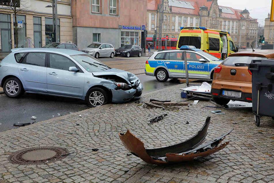 Chemnitz: Heftiger Crash im Chemnitzer Zentrum: Zwei Verletzte