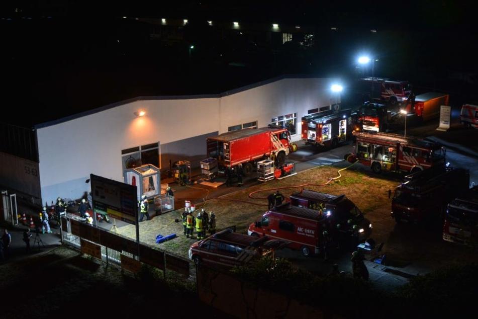 Etwa 60 Einsatzkräfte waren an dem Einsatz am Freitagabend beteiligt.