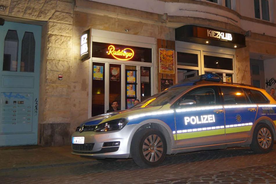 Nach der Anti-PEGIDA-Demo randalierten Linksautonome zwischen 21 und 21.15 Uhr in der Dresdner Neustadt.