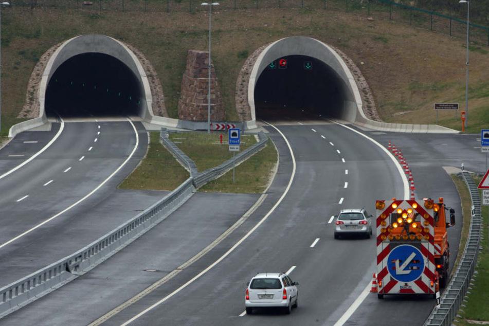 Noch bis Dienstagmittag bleibt der Tunnel gesperrt. (Archivbild)