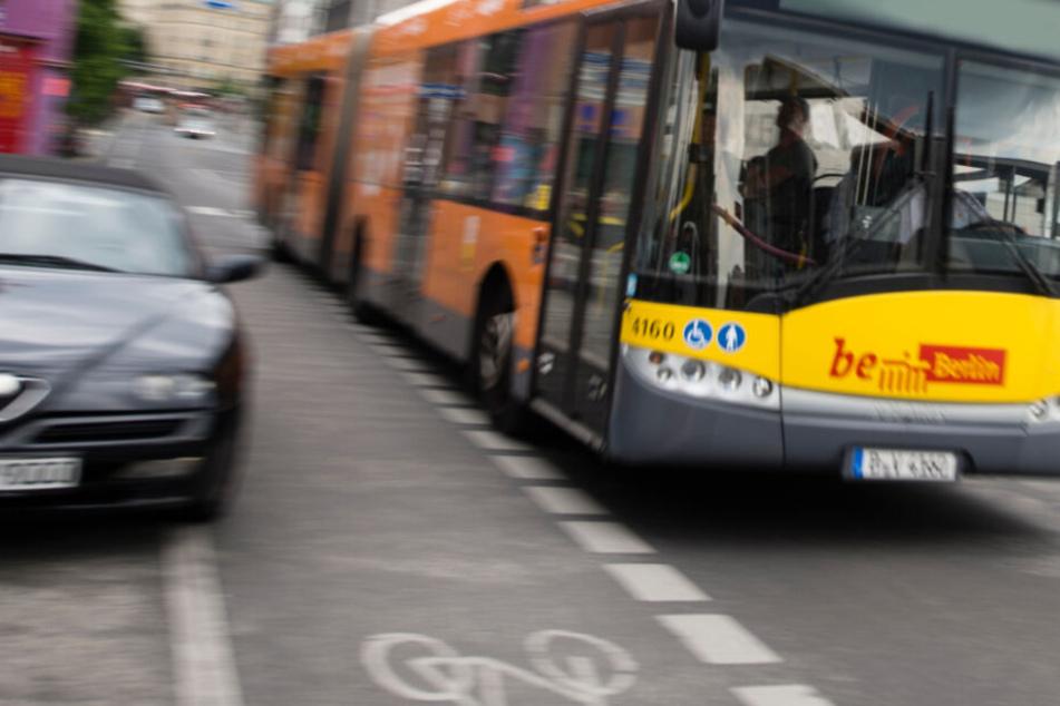 Ein Bus der Berliner Verkehrsbetriebe wurde Ort einer Straftat. (Symbolbild)