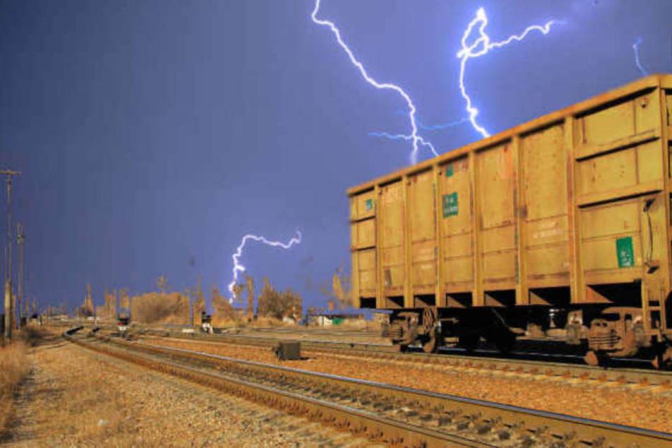 Kinder spielen auf Güterzug und bringen sich in Lebensgefahr