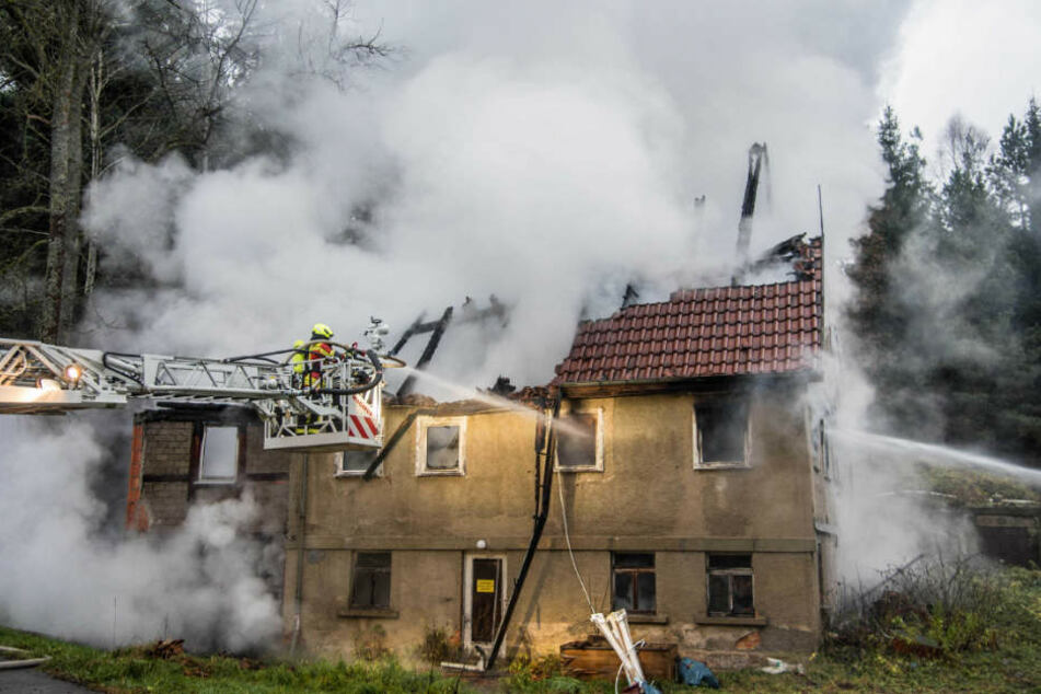 Die Feuerwehr konnte den Brand am Sonntagvormittag löschen.
