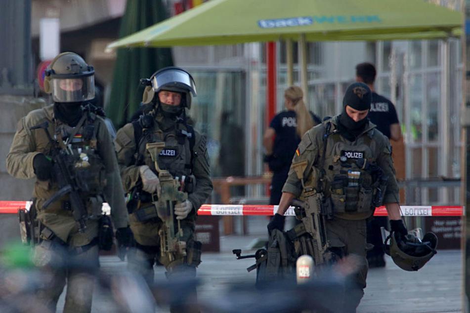 Ein SEK-Team konnte die Geisel aus den Griffen des Mannes befreien, der Geiselnehmer wurde angeschossen undschwer verletzt