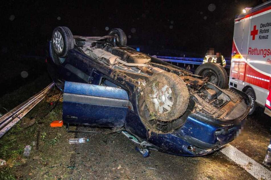 Durch den Zusammenstoß mit der 20-Jährigen landete das vor ihr befindliche Auto aufs Dach.