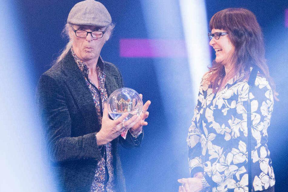 Horst und Birgit Lohmeyer freuen sich über den Sonderpreis und die Unterstützung aus dem Publikum.