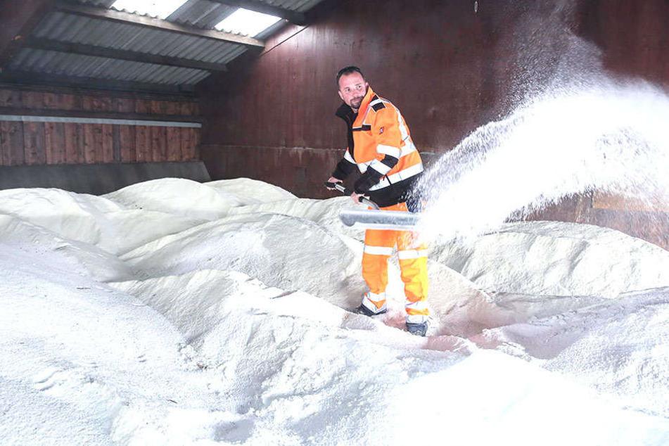 Rund 3000 Tonnen Salz liegen auf Vorrat.