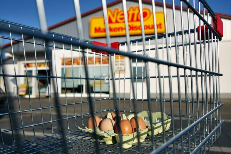 Ob Lebensmittel, wie z.B. Eier, in dem Markt kontaminiert wurden, wurde durch das Gesundheitsamt geklärt. (Symbolbild)