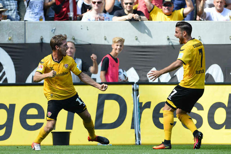 Lambertz und Kreuzer jubeln über das 1:0.