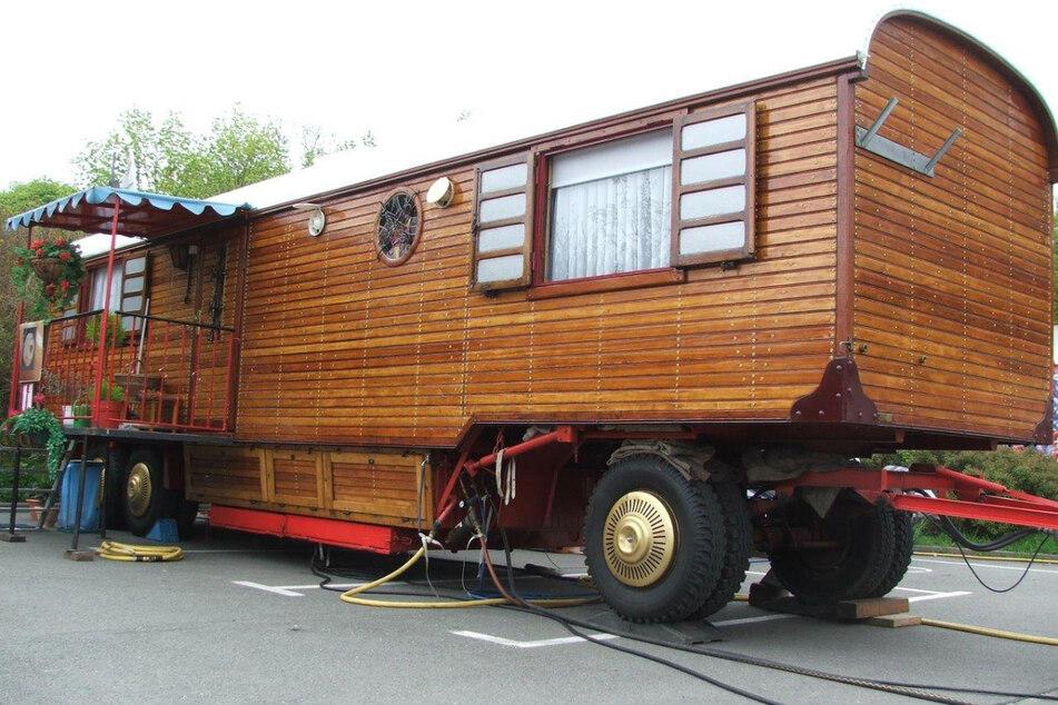 Für die Extraanfertigung musste Illgen in den 1980er-Jahren sogar einen Trabi mit eintauschen. Dieser jetzt in der Krise verkaufte Oldtimer-Wohnwagen war sein Leben auf Rädern.