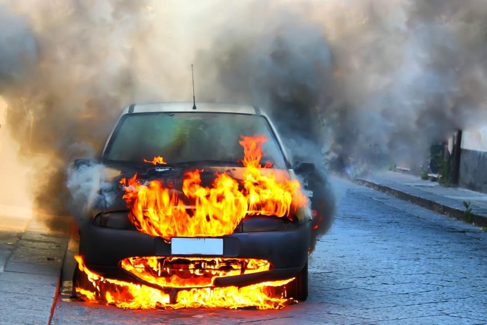 Einen Treuener (47) wollte sein Auto mit einem Föhn aufwärmen - und fackelte dabei fast das ganze Auto ab (Symbolbild).