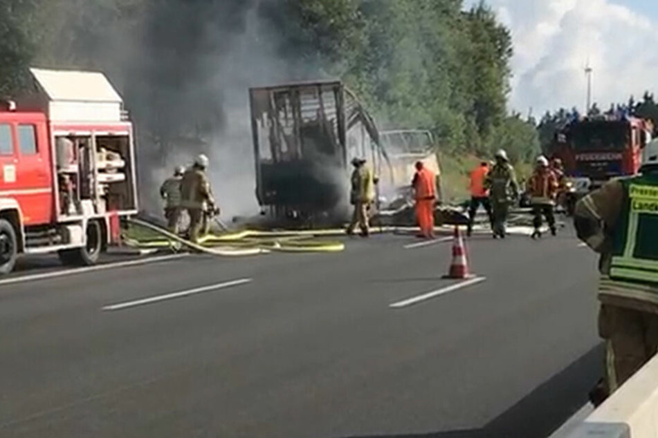 Die Autobahn wurde komplett gesperrt.