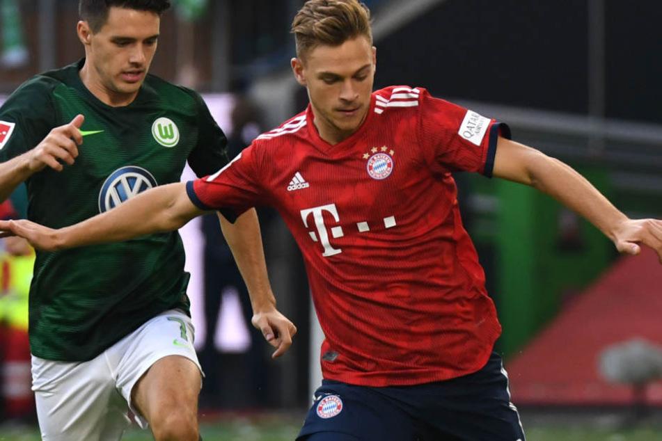 Joshua Kimmich (r.) hat sich zur denkwürdigen Pressekonferenz des FC Bayern geäußert.