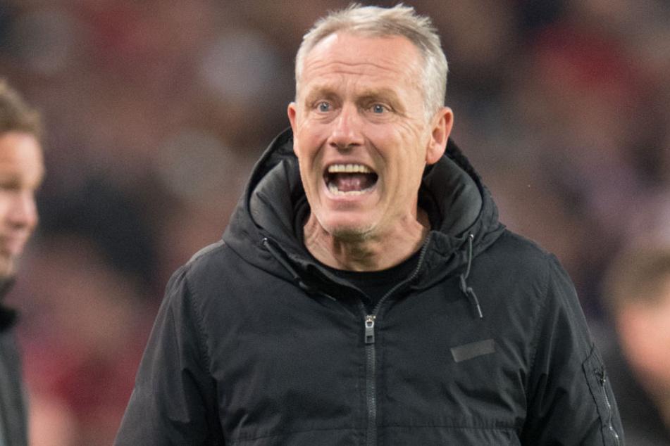 Freiburgs Trainer Streich ist außer sich.