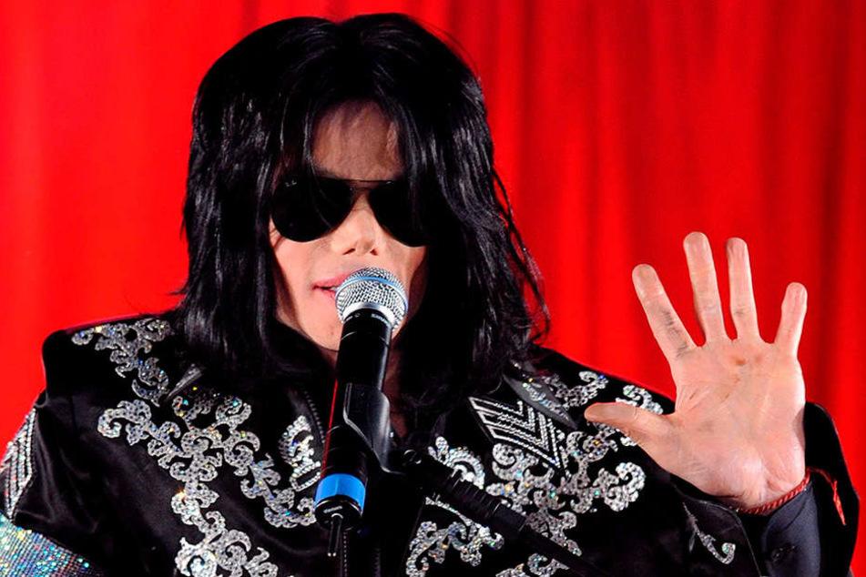 """Michael Jackson am 05.03.2009, rund drei Monate später war er tot. Doch mit dem """"King of Pop"""" ist immer noch groß Kasse zu machen."""