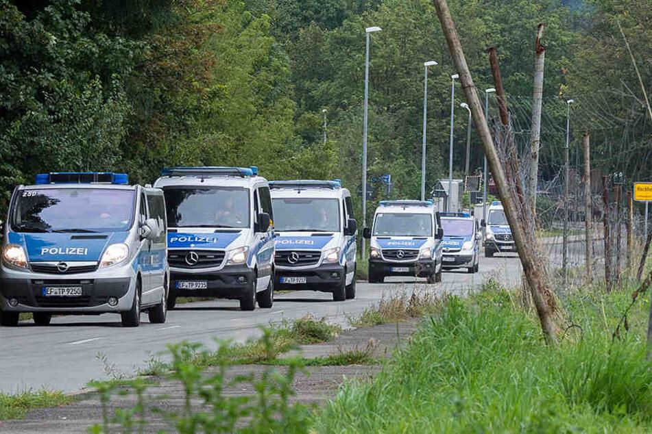 Mit einem Großaufgebot hatte die Polizei nach Hinweisen auf den Täter gesucht.