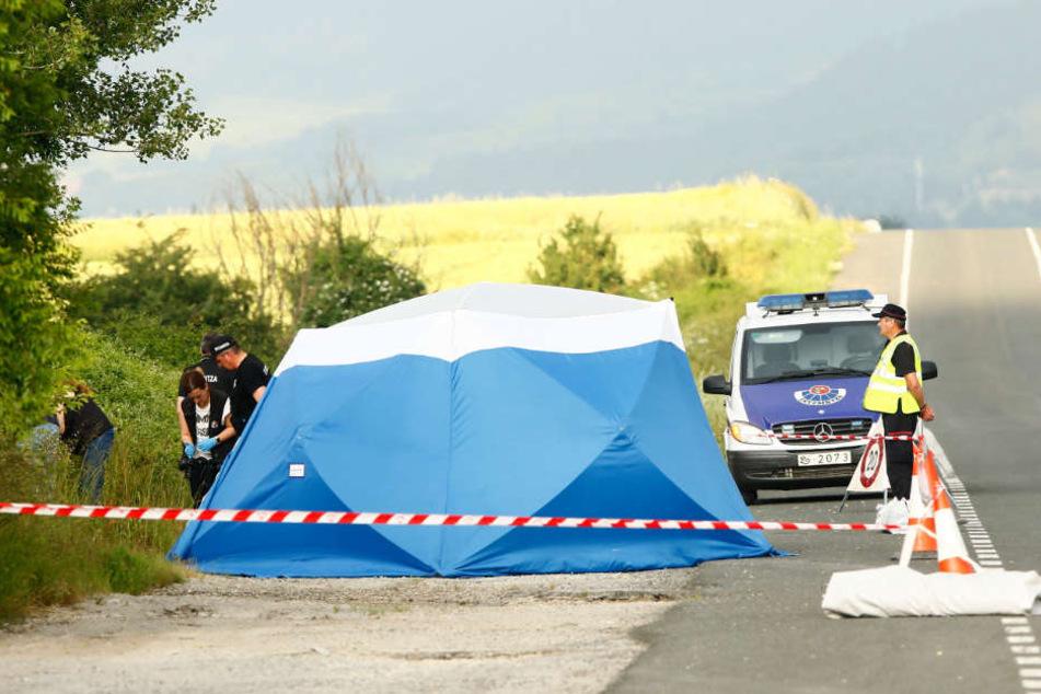 Die Polizisten haben am Fundort der Toten nahe Asparrena ein Zelt zur Spurensicherung aufgebaut. Den Behörden zufolge handelt es sich mit hoher Wahrscheinlichkeit um Sophia. Das Ergebnis des DNA-Tests wird für Anfang nächster Woche erwartet.