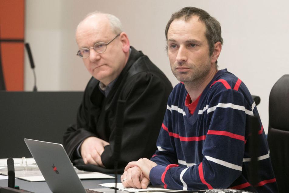 Im Landgericht Dresden: Der  Verein klagte auf Unterlassung (links RA Lichdi, rechts Axel  Steier (41) vom klagenden Verein)