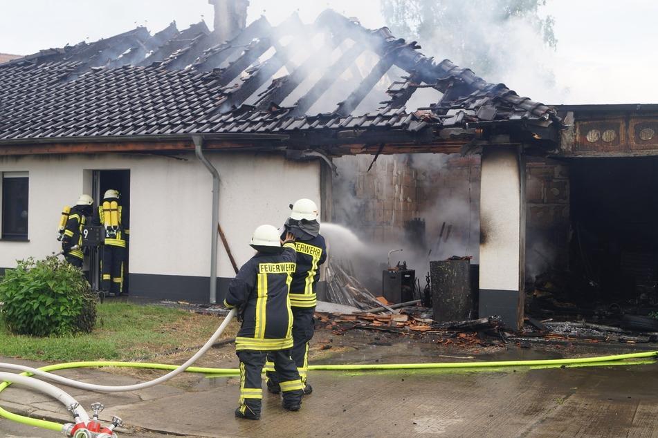 In Wolfen in Sachsen-Anhalt ist am Sonntagabend ein Feuer in einem Mehrfamilienhaus ausgebrochen.