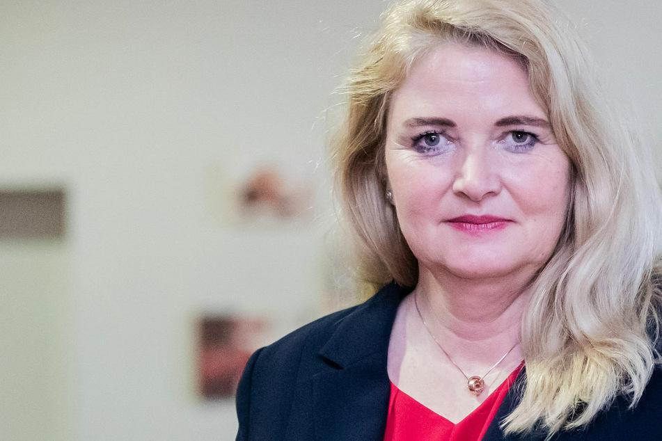 Brinker siegt in Kopf-an-Kopf-Rennen gegen von Storch: Berliner AfD mit neuer Parteichefin