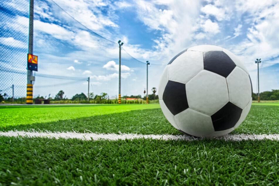 Die Saison des hessischen Amateurfußballs wird vorzeitig abgebrochen (Symbolbild).
