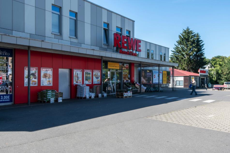 Am Dienstagabend wurde ein Jugendlicher in dem REWE-Markt an der Beyerstraße/Limbacher Straße beim Klauen erwischt. Er flüchtete anschließend.