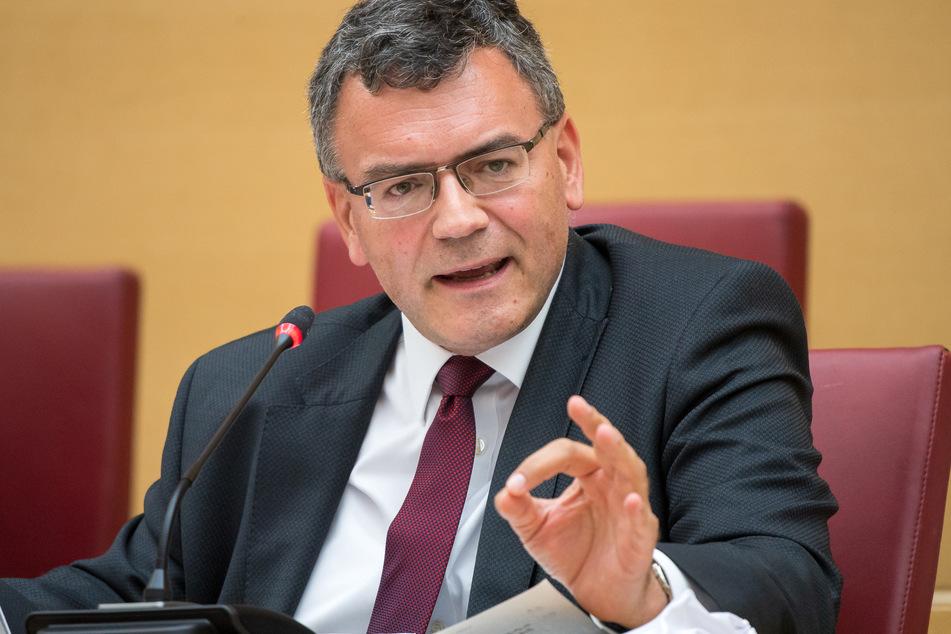 Florian Herrmann (CSU), Leiter der Staatskanzlei und Staatsminister für Bundes- und Europaangelegenheiten und Medien und Corona-Koordinaton in Bayern.