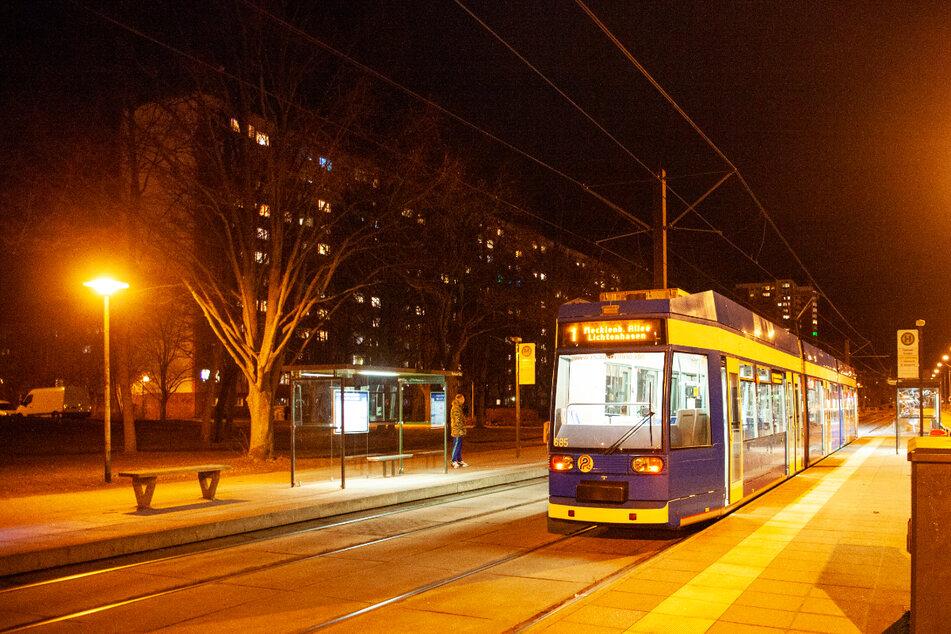 """""""Ich werde dich töten"""": Mann soll Kind in Straßenbahn bedroht haben"""