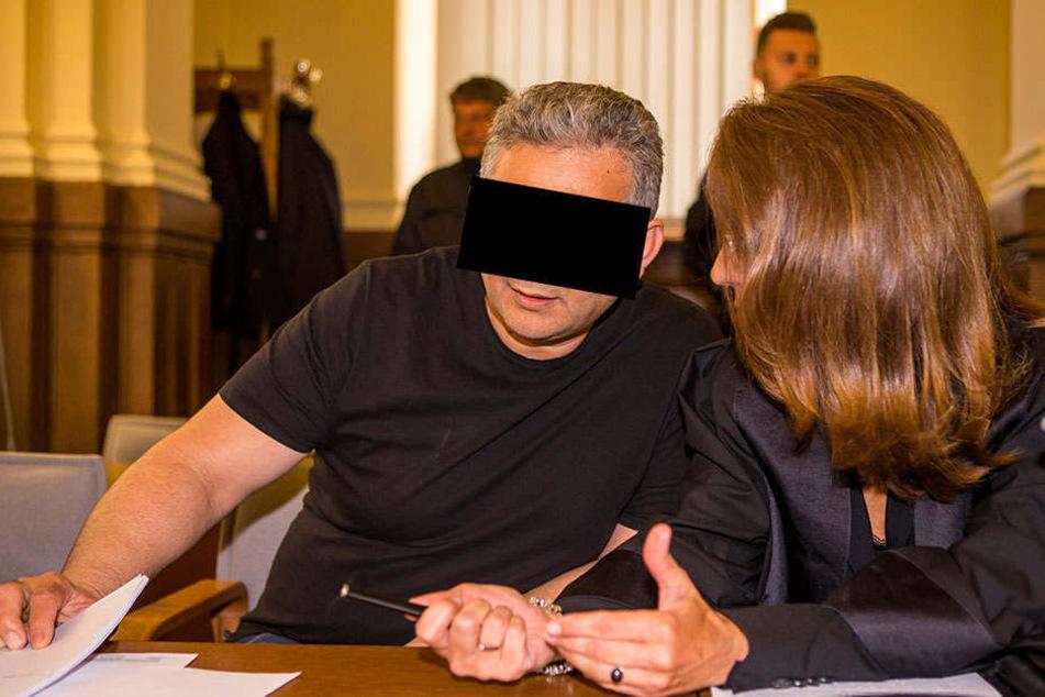 """Wiederauferstanden: Die """"Ketchup-Leiche"""" Hüseyin D. (49) ist nun selbst als Mörder angeklagt."""