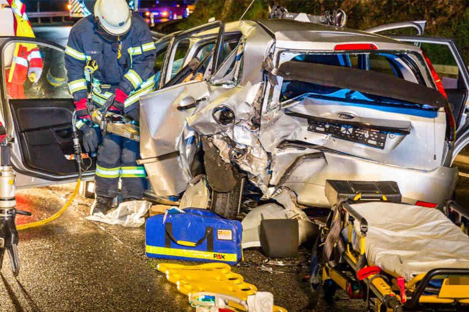 Wiesbaden - 2 schwerverletzte Personen bei schweren Unfall auf eisernen Hand