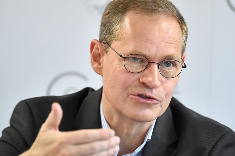 Berlins Regierender Bürgermeister Michael Müller bei einer Pressekonferenz auf dem Charité-Campus in Berlin