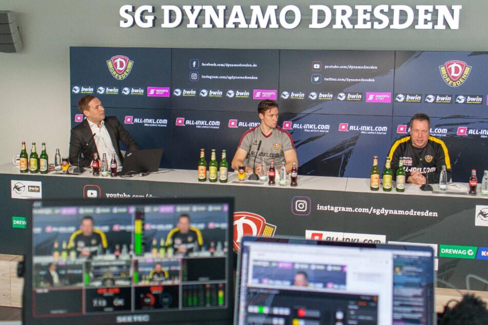 Die Pressekonferenzen von Dynamo - wie hier vor dem Kaiserslautern-Spiel mit Pressesprecher Henry Buschmann (l.), Verteidiger Tim Knipping (M.) und Trainer Markus Kauczinski - werden in Zeiten der Pandemie live übertragen.