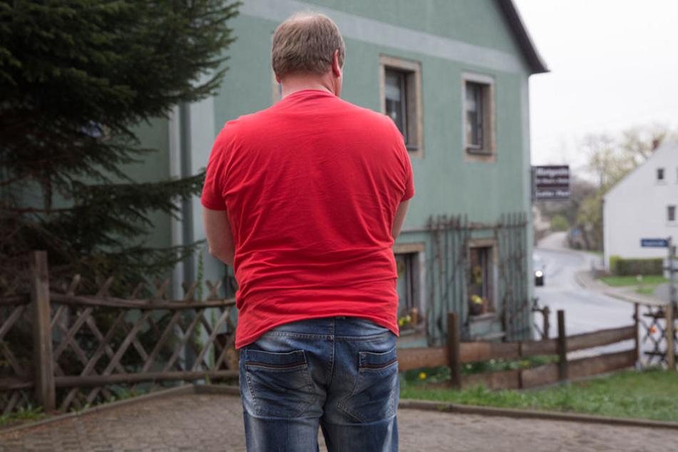 Ralf D. (52) ärgert sich über den dreisten Klau vom Parkplatz weg.
