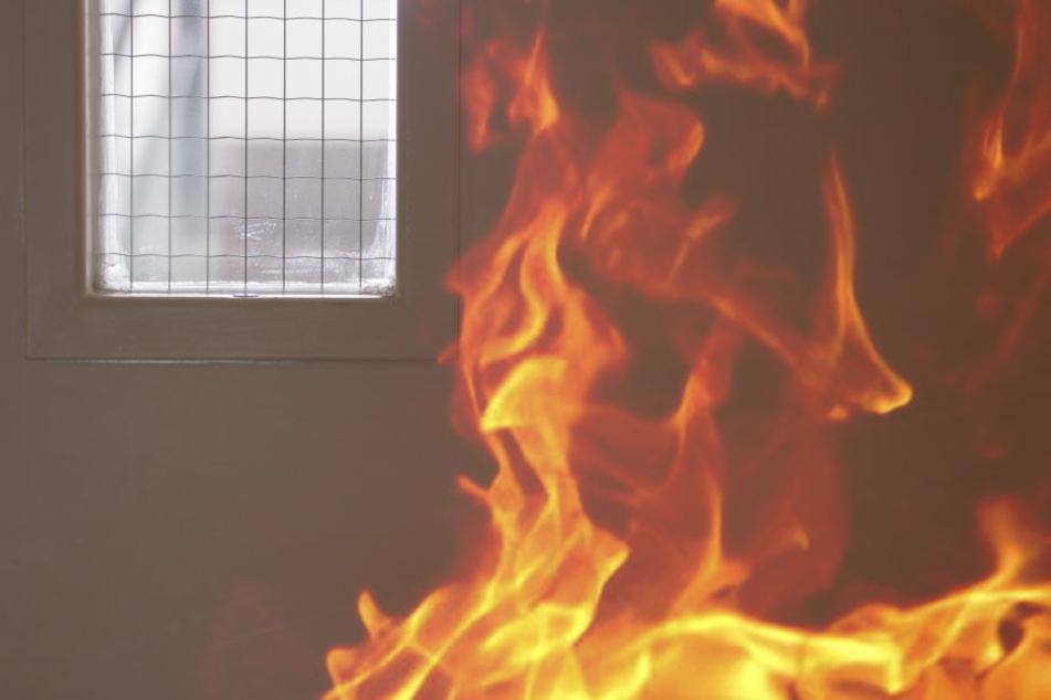 Der Mann fing Feuer. Er sei dabei schwer verletzt worden. (Symbolbild)