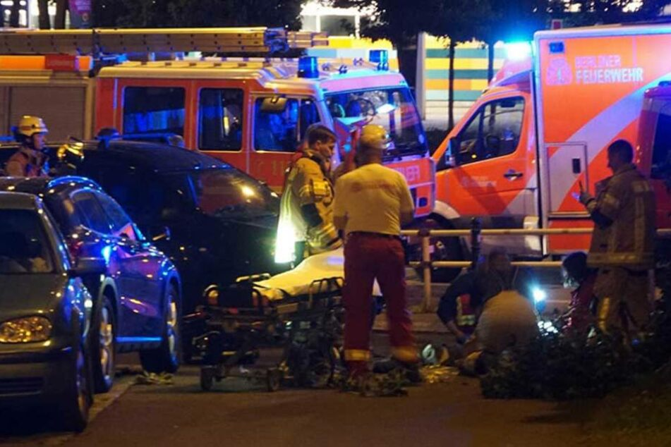 Die Rettungskräfte mussten den gestürzten Mann noch vor Ort