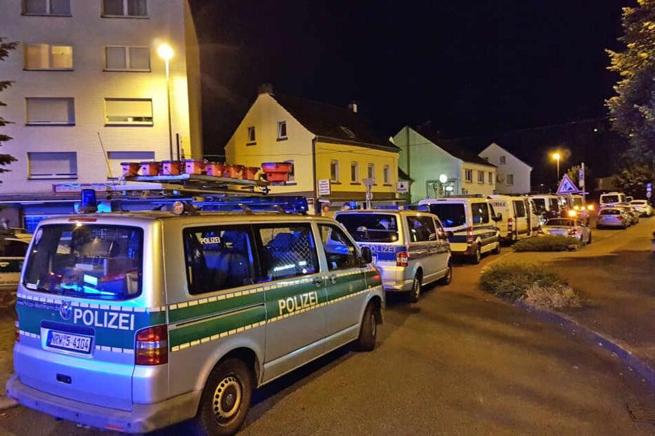 """Großeinsatz in Langenfeld: Polizei kontrolliert """"gefährlichen Ort"""""""