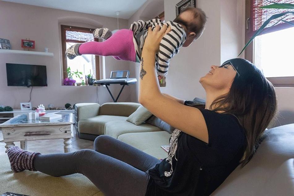 Mutterglück: Momentan genießt Lisa Wohlgemuth nach der Geburt ihres zweiten Kindes ihre Elternzeit.