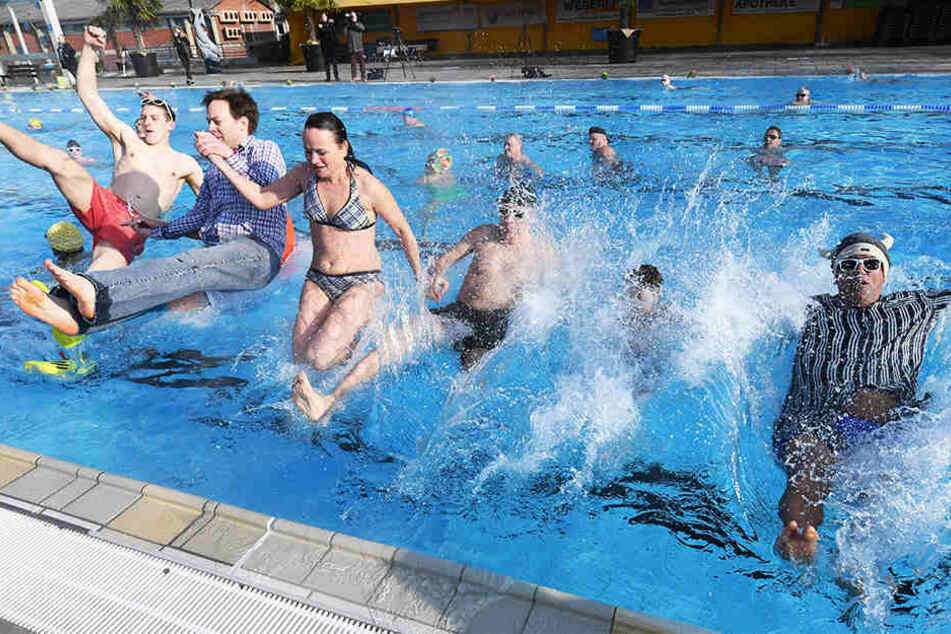 Die Leipziger sind echte Wasserratten: Über 1,1 Millionen Besucher zog es im letzten Jahr in die Schwimm- und Freibäder. (Symbolbild)