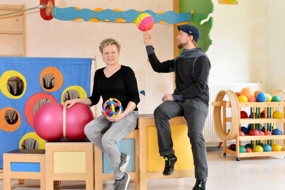 Dipl. Sozialpädagogin und Einrichtungsleiterin Anke Kemter (51) und Kollege Jakob Höfer (30, staatl. anerk. Kindheitspädagoge).