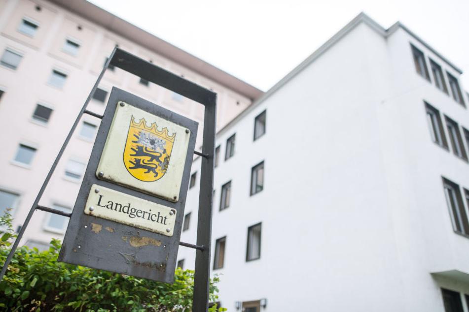 Die 70-Jährige Pflegeoma muss sich am Dienstag vor dem Landgericht Heilbronn verantworten.