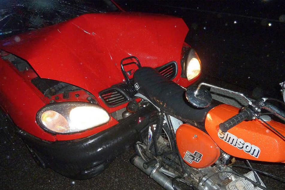 Junges Pärchen bei Moped-Tour auf der A4 fast gestorben