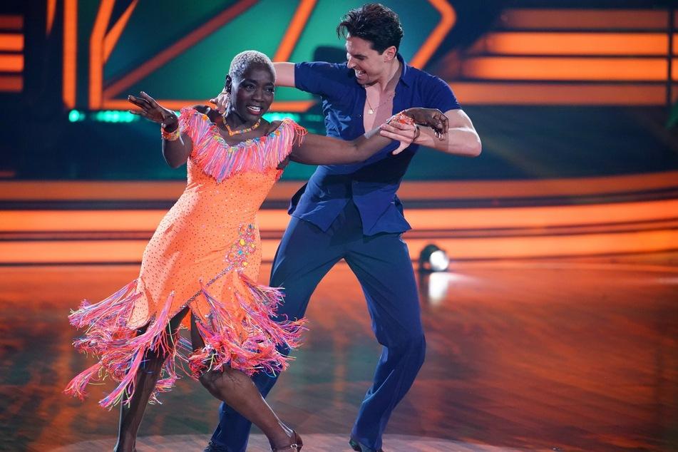 In der letzten Woche tanzten Auma Obama (61) und Andrzej Cibis (33), genau wie alle anderen Paare, einen Freestyle.