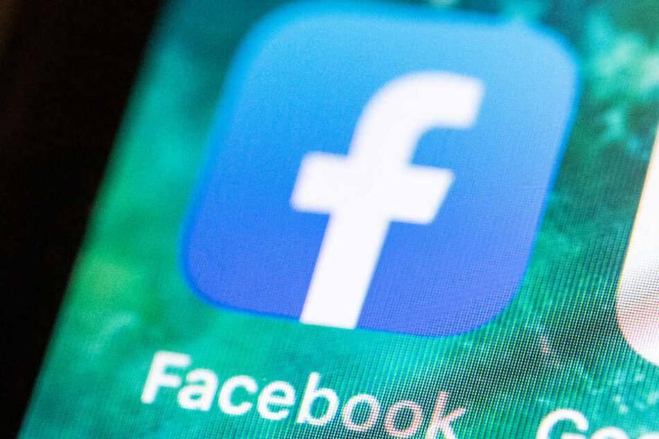 Der Mann soll etwa bei Facebook mit Falschgeld gehandelt haben. (Symbolbild)